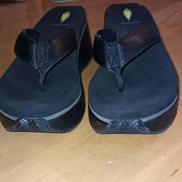 Volatile sandel size 8 Leather upper
